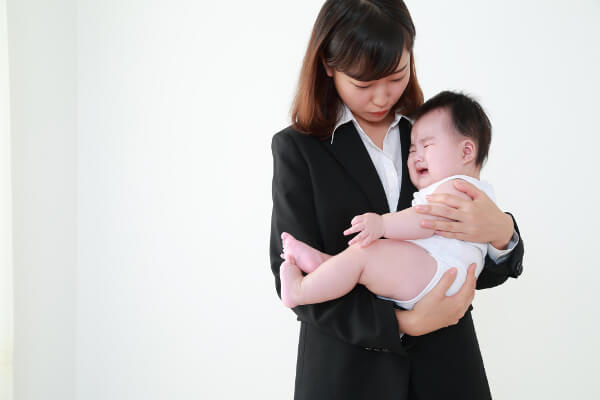 2_保育園_泣く赤ちゃん2