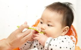 【助産師監修】食物アレルギーと離乳食。予防できる?どう対策する?
