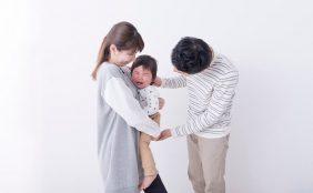 【助産師監修】赤ちゃんの人見知り・パパ見知りはいつから?原因と対処法