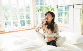 【助産師監修】夜間授乳はいつまで続く?授乳間隔や夜間の授乳方法について