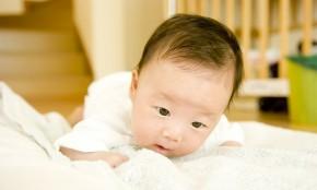 【助産師監修】生後2ヶ月の赤ちゃんの体重・外出・予防接種について