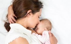 【助産師監修】添い乳の方法は?添い乳での寝かしつけは癖になる?