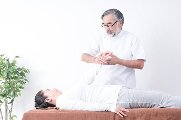 産後の腰痛:痛みが治まらない場合は病院