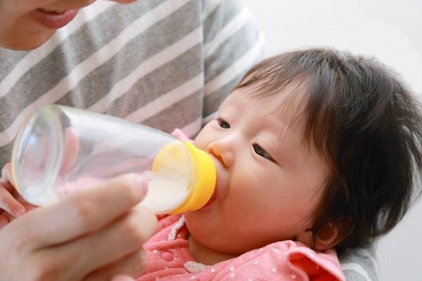 母乳パック_哺乳瓶