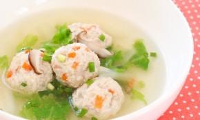 母乳育児にいい食べ物!レンコン鶏団子のほっとスープのレシピ