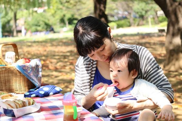 赤ちゃん食べる