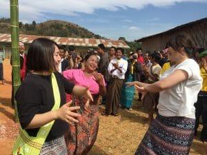 ミャンマーのハーブ農家と共に収穫感謝祭へ。私たちも一緒に踊りました!