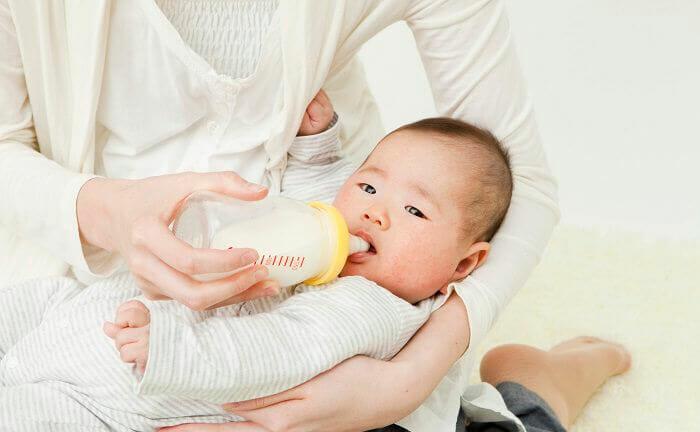 『完全ミルクです。最近授乳を嫌がることが増えてきました。解決策はありますか。』