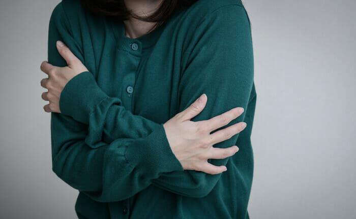 【助産師監修】冷え性は母乳が出ない!?母乳を増やすための方法とは?
