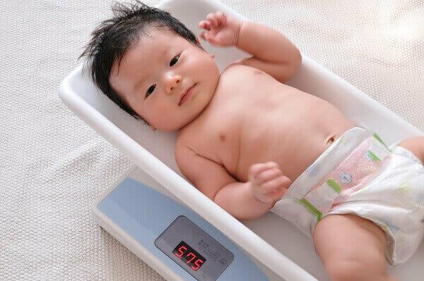 『最近体重が伸び悩んでいます。母乳が足りていないのでしょうか。』