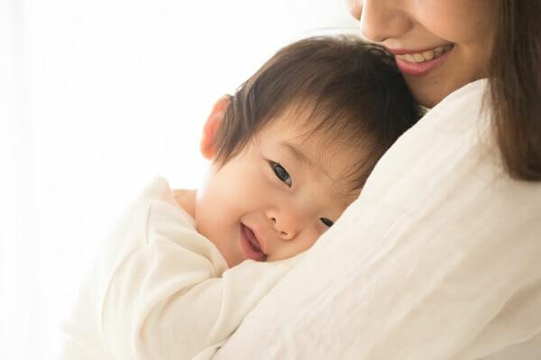 『1歳で保育園に入園予定です。子どもはおっぱいが大好きですが、断乳した方がいいのでしょうか。』