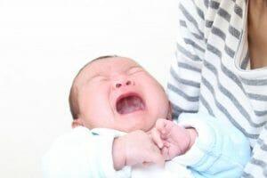 『授乳中、赤ちゃんが怒ったような声でうなったり泣いたりします。なぜなのでしょうか。』