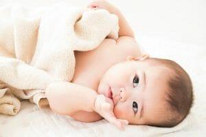 『授乳が終わっても指や手をよくしゃぶります。母乳が足りていないのでしょうか。』