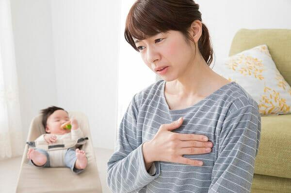 乳腺炎痛がる女性