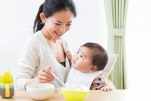 『生後7ヶ月ですが、一日7.8回ほど授乳しています。授乳回数を減らした方がいいですか。』