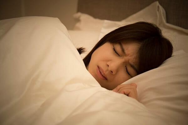 『夜中におっぱいがガチガチになります。痛くて眠ることもできません。どうしたらいいのでしょうか。』