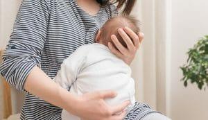 『授乳すると毎回子どもがむせてしまい上手に吸えません。どうしてでしょうか。』