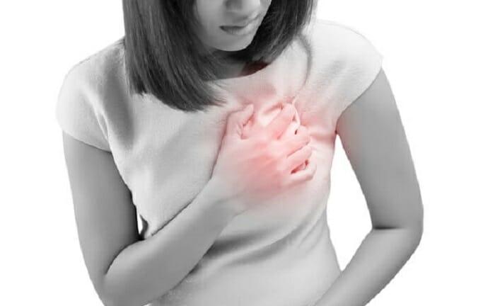 【医師監修】乳腺炎の症状とは? しこり・熱・頭痛・高熱・白斑について。体験談あり