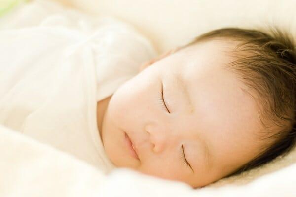 『授乳を始めてもすぐに寝てしまうため、しっかり飲めているか心配です』