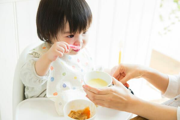 『離乳食をよく食べるようになり授乳回数が減りました。水分不足にならない?』