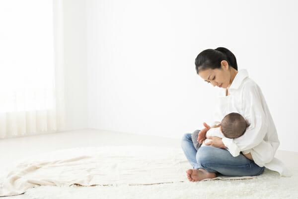 『母乳を増やすために頻回授乳をしたいですが間隔が空いてしまいます。いい方法はない?』
